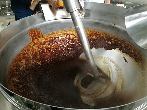 火锅炒料机炒制甜面酱